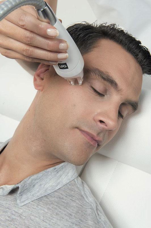 Endermologie Behandlung an einem Mann
